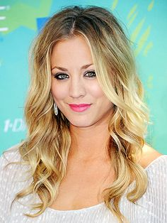 Kaley Cuoco's blonde locks are simply sexy thanks to effortless waves and a center part.