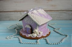 """Купить Пряничный домик """"Снежные розы"""" - сиреневый, белый, расписные пряники, пряники на заказ москва"""