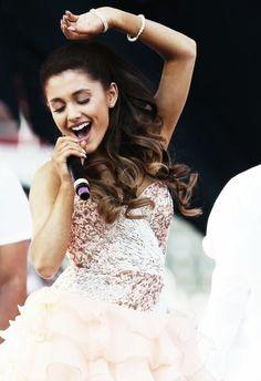 Ariana <3 that hair!!!!! LOVE it!