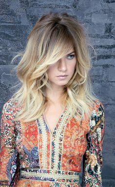 I tagli lunghi, lisci o mossi, saranno tra le punte di diamante della moda capelli dell'autunno inverno 2017-2018. Dai capelli lunghi scalati con riga in mezzo o ciuffo laterale...
