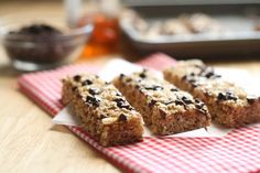 Easy-peasy granola bars that are no-bake!  Must make these and try to freeze for Sunday morning grab and go breakfasts.