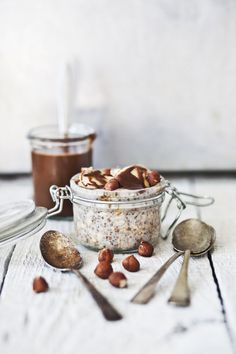 overnight oatmeal with bananas and hazelnuts