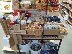 im Spielgruppenladen in Uster gibt es jetzt die Upcycling-Ecke! Da findest du vor dem Müll gerettete Materialien zum kreativen Werken! Children, Cake, Blog, Games, Upcycled Crafts, Creative, Basteln, Toddlers, Boys