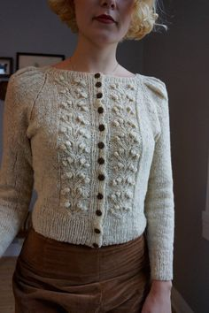 Ravelry: Forest Berry Jacket pattern by Helene Arnesen Knitting Patterns Forest Berry Jacket pattern by Fabel Knitwear Crochet Pattern, Knitting Patterns, Knit Crochet, Sewing Patterns, Vogue Patterns, Easy Knitting, Vintage Patterns, Stylish Outfits, Fashion Outfits