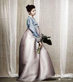 Hanbok, the Art of Korean Clothing Korean Hanbok, Korean Dress, Korean Outfits, Korean Clothes, Korean Traditional Dress, Traditional Fashion, Traditional Dresses, Korean Fashion Trends, Color Combos