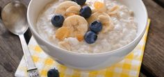 Most of us would be well acquainted with the various health benefits of oatmeal. But have you ever wondered how many calories are there in oatmeal? Read on to know about oatmeal calories and its various nutritional benefits. Healthy Foods To Eat, Easy Healthy Recipes, Baby Food Recipes, Healthy Snacks, Paleo Recipes, Breakfast Healthy, Breakfast Recipes, Healthy Eating, Baby First Food Chart