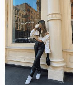 Add Some Edge To Your Wardrobe With These Faux Leather Pants Leather Pants Outfit, Faux Leather Pants, Cute Casual Outfits, Chic Outfits, Fashion Outfits, Fall Winter Outfits, Summer Outfits, Look Fashion, Autumn Fashion