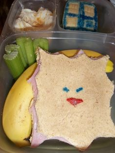 Haha, a balanced Doctor Who lunch, complete with celery, a banana, a TARDIS cupcake and a Cassandwich. :P