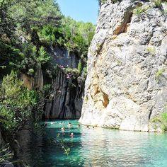 Rio de águas termais na Espanha há uma hora de Valência #wonders #hiddengems…