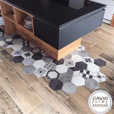 parquet flooring David Jordy Carrelage A - flooring Diy Bathroom Decor, Home Decor Kitchen, Kitchen Design, Kitchen Tiles, Kitchen Flooring, Floor Design, House Design, Vogue Home, Home Interior Design