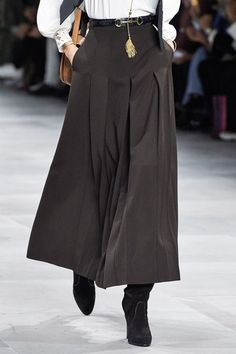 Celine Spring 2020 Ready-to-Wear Fashion Show - Vogue Fashion 2020, Runway Fashion, High Fashion, Fashion Show, Womens Fashion, Fashion Trends, 80s Fashion, Korean Fashion, Boho Fashion