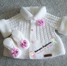 Knitting pattern available on Baby Knitting Patterns, Baby Cardigan Knitting Pattern, Knitting For Kids, Knitting Designs, Baby Patterns, Free Knitting, Crochet Patterns, Vest Pattern, Diy Crafts Knitting