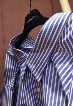 BALENCIAGA - Oversized poplin shirt. - Editor's pick.