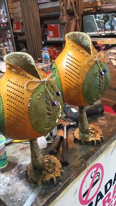 Gourd Lamp, All Art, Beading Patterns, Modern Decor, Mosaic, Projects To Try, Art Gallery, Arts And Crafts, Carving