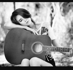 Musician Photography, Girl Photography Poses, Pic Pose, Foto Pose, Stylish Photo Pose, Guitar Photos, Guitar Girl, Foto Casual, Teen Pictures