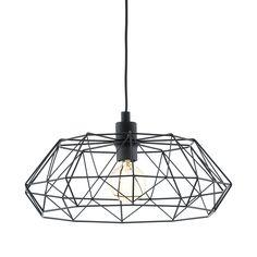 Lámpara colgante de diseño nórdico fabricada en metal con una original estructura geométrica acabada en colores cobre o negro, que deja la bombilla al descubierto.