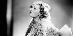 31 photos of elegant and beautiful 1930's evening fashion.