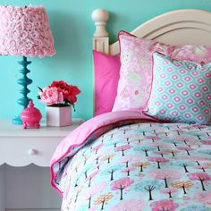 Rosette Lampshade... Why yes, I DO need that for my little girl!! Aqua and Pink - one of my fave combos for a little girl's room