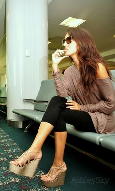Oversize mocha sweater, cropped legging, platform sandals...I live in this look in the spring!