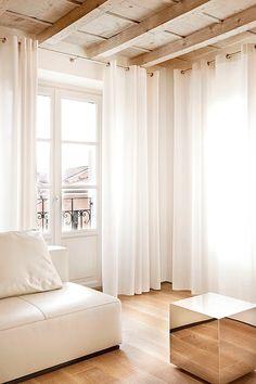 BRANDO concept   living soggiorno parquet interior design contemporaneo minimal caldo legno wood divano pelle chiaro lineare moderno