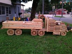Tractor Trailer planter Carpentry Projects, Diy Wood Projects, Wood Crafts, Landscape Timber Crafts, Landscape Timbers, Wood Pallet Planters, Wood Pallets, Woodworking For Kids, Woodworking Plans