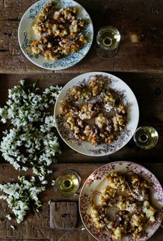 Edible flowers/ Acacia flower fritters by mimithorisson