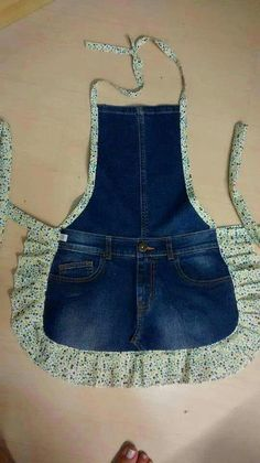 Easy sewing hacks are offered on our website. Check it out and you wont be sorry you did. Sewing Aprons, Sewing Clothes, Diy Clothes, Sewing Hacks, Sewing Tutorials, Sewing Projects, Sewing Tips, Sewing Crafts, Artisanats Denim