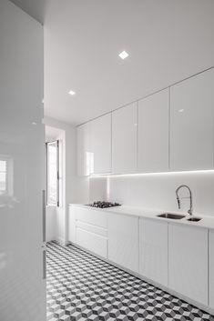 Kitchen Room Design, Modern Kitchen Design, Kitchen Layout, Home Decor Kitchen, Interior Design Kitchen, Kitchen Designs, Modern Kitchen Interiors, Cuisines Design, Luxury Kitchens