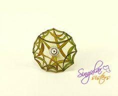 """Plástico mágico.Anillo """"Buscando inspiración"""" de Singular Sisters por DaWanda.com"""