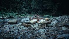 Bushcraft Romania - Cheia - Baile Olanesti - Vatra langa apa si carne pe jar Asana, Hiking Trails, Bushcraft, Romania, Jar, Jars, Walking Paths, Glass, Camping Survival