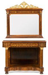Consola con espejo isabelina en palisandro, caoba y madera tallada y dorada y con marquetería de madera satinada, de mediados del siglo XIX