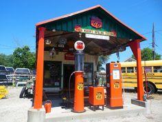 Orange comme cette station essence vintage sur la Route 66.