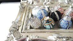 直径3㎝のスワロボールをチャームにしてみました。 お色はブルー。 シルバーのブリオンとクラウン(王冠)がポイント* ブラックの細いラインを入れているのにデニム...|ハンドメイド、手作り、手仕事品の通販・販売・購入ならCreema。