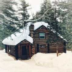 Architecture – Enjoy the Great Outdoors! Log Cabin Kits, Log Cabin Homes, Log Cabins, Mountain Cabins, Rustic Cabins, Winter Cabin, Cozy Cabin, How To Build A Log Cabin, Cabin In The Woods