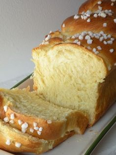 Brioche moelleuse trop bonne Yes, again a mellow recipe. This brioche, I think I find it even better than that of my Mom … it's to say if I find it delicious. It looks like a brioche that we could find at our baker's, and the recipe comes … Cooking Bread, Cooking Chef, Low Carb Recipes, Baking Recipes, Snack Recipes, Bread Recipes, Brioche Bread, Love Food, Sweet Recipes