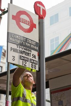London Bus Shelter and Bus Stop Constructed from Thousands of Lego Bricks | Junkculture
