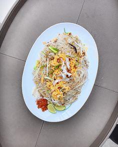 หมผดแบบไทย thai style rice vermicelli stir fry by #gastronaughty ! What are you guys eating today ? . . . . . . . #food #foodporn #yum #instafood #TagsForLikes #yummy #amazing #instagood #photooftheday #sweet #dinner #lunch #breakfast #fresh #tasty #foodie #delish #delicious #eating #foodpic #foodpics #eat #hungry #foodgasm #f52grams #heresmyfood #london #england #thaifood