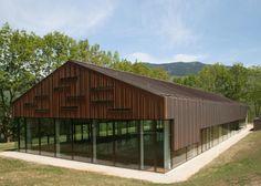 Piscina al Dynamo Camp, a Limestre (PT); tetto in rame naturale. Progettista: arch. Elio di Franco