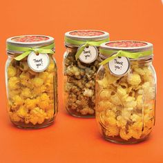 18 adorable wedding favors for $5 or less! Love these mason jars of popcorn!
