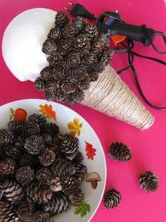me ~ Jak vyrobit ježka ze šišek? Fall Arts And Crafts, Autumn Crafts, Nature Crafts, Diy And Crafts, Crafts For Kids, Flower Crafts Kids, Pinecone Crafts Kids, Pine Cone Crafts, Christmas Gingerbread
