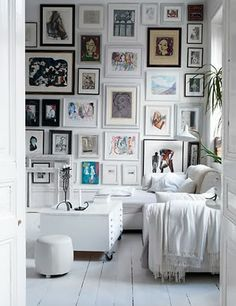 Feature wall inspiration.   I have been thinking of doing one of these for a long time..,trouble is it's so easy to get very wrong.  This is a good one