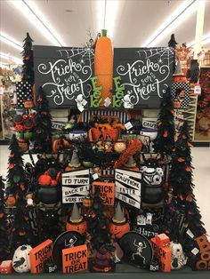 I have got to take a trip to Hobby Lobby, like real soon Ich muss einen Ausflug in die Hobby-L. Home Depot Halloween Decorations, Halloween Table, Holidays Halloween, Halloween Crafts, Halloween 2019, Halloween Stuff, Halloween Ideas, Happy Halloween, Hobby Lobby