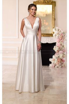 http://www.biydress.com/stella-york-luxe-satin-wedding-dress-style-6180.html…