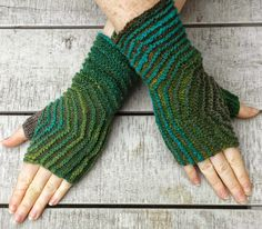 Freen Knitting Pattern: Hexagon Mitts