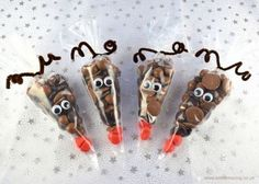 Quick and easy reindeer treat bags - a great homemade Christmas gift idea for teachers, family and friends that children can make themselves.
