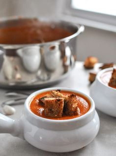 Creamy Tomato Soup with Brown Butter Garlic Croutons I howsweeteats.com