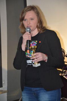 Grand Prix Juventum.pl – to specjalna nagroda przyznawana wybitnym osobistościom, które w znaczący sposób przyczyniły się na rzecz rozwoju młodych ludzi. W tym roku kapituła Nagrody postanowiła nieco złamać tę zasadę i uhonorować tym zaszczytnym tytułem Fundację Wielkiej Orkiestry Świątecznej Pomocy. Grand Prix Juventum.pl zostało wręczone uroczyście podczas Gali Urodzinowej, która odbyła się 15 marca w Warszawie. Z rąk Przemysława Paszowskiego nagrodę w imieniu WOŚP odebrała Paulina…