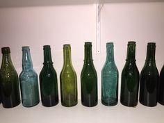 Old Bottles, Drinks, Home Decor, Homemade Home Decor, Vintage Bottles, Drink, Interior Design, Home Interiors, Decoration Home