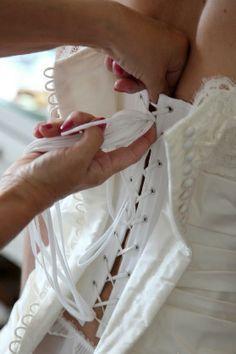 corset inside wedding dress - Google Search Motif Corset, Corset Sewing Pattern, Couture Details, Fashion Details, Fashion Design, Wedding Dress Patterns, Wedding Dresses, Formation Couture, Couture Sewing Techniques