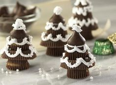 HERSHEY'S Chocolate Candy Trees Recipe - fun, festive, and simple treat! #holiday